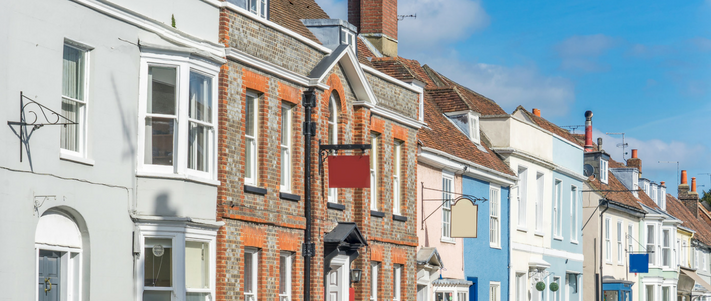 Who's Chasing Older And Newer Houses In The Home Insurance Market?
